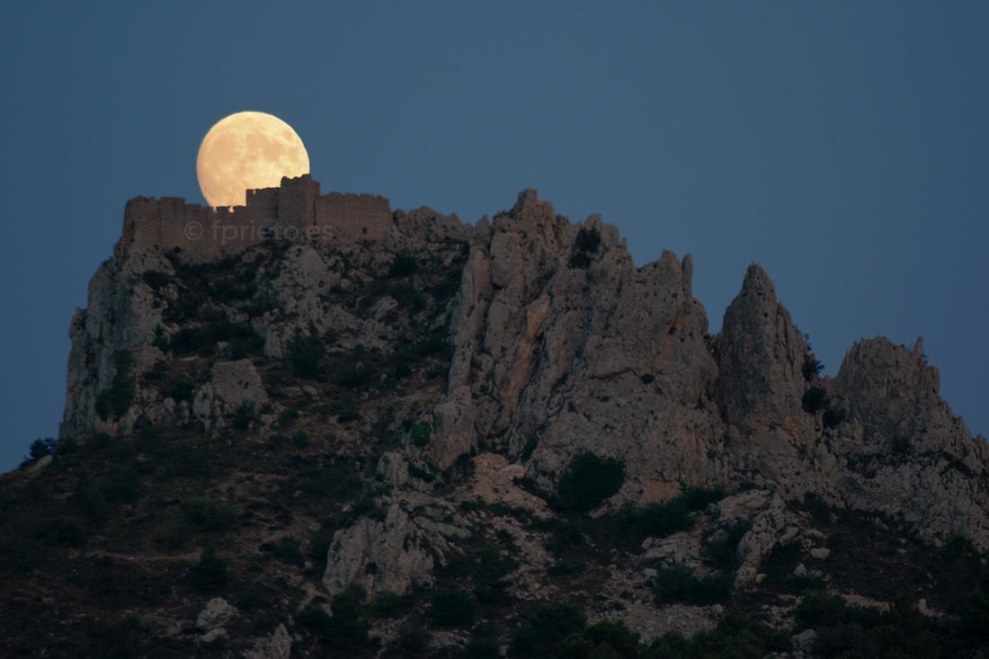 Luna castillo roquero