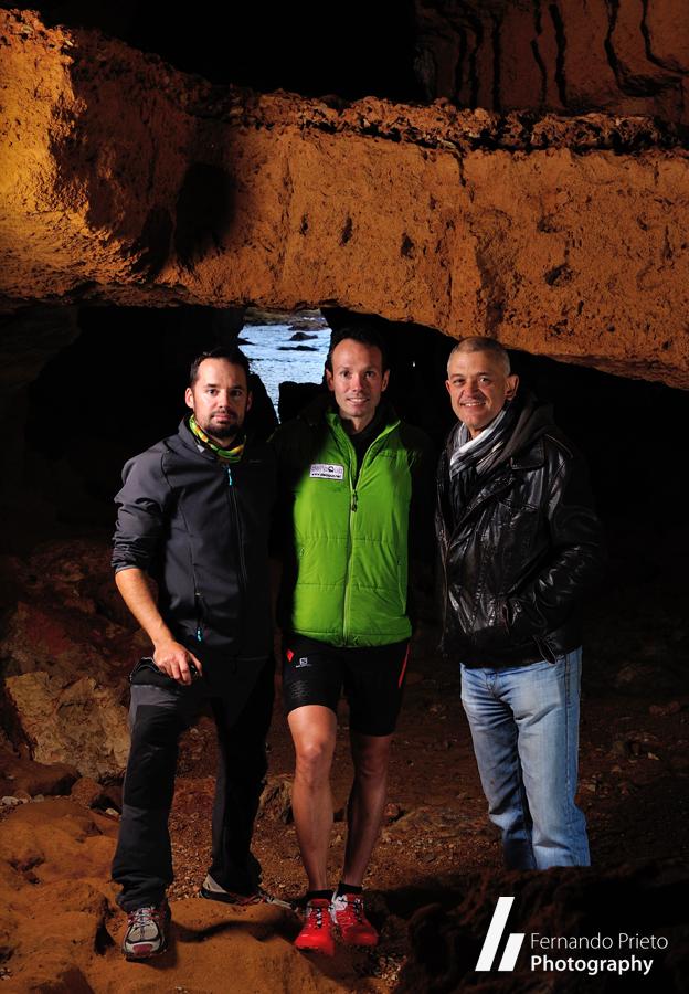 Sesión fotográfica en la Cova Tallada de Xàbia